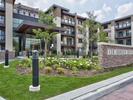2 BEDROOM CONDO IN OLD OAKVILLE!