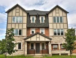 FREEHOLD END-UNIT TOWNHOME IN GLENORCHY!