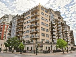 2 BEDROOM + DEN, 2.5 BATH CONDO IN DOWNTOWN BURLINGTON!
