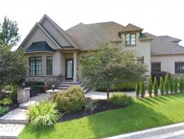 CUSTOM-BUILT BUNGALOFT IN THE WOODHAVEN COMMUNITY!!