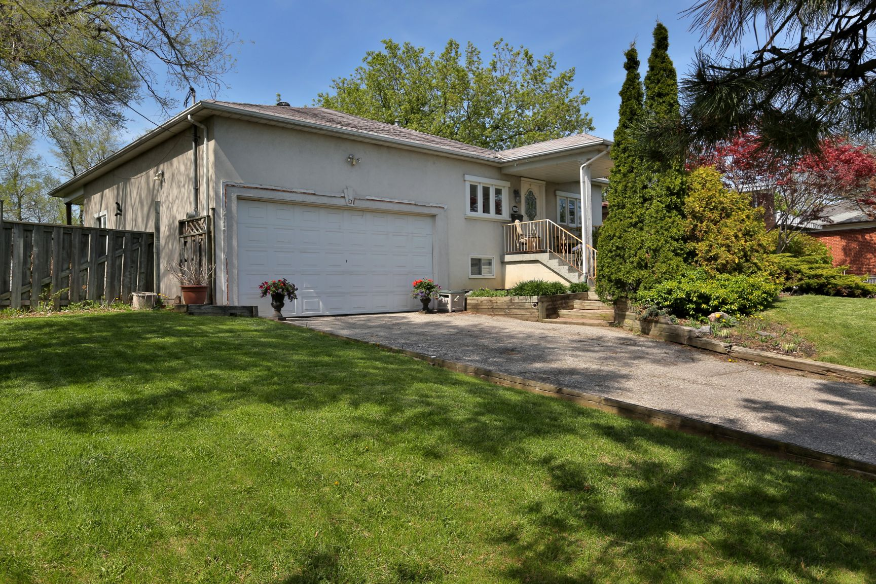 **JUST SOLD IN NORTH YORK!!