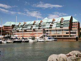 1 BEDROOM + DEN CONDO ON THE LAKE IN BRONTE VILLAGE!